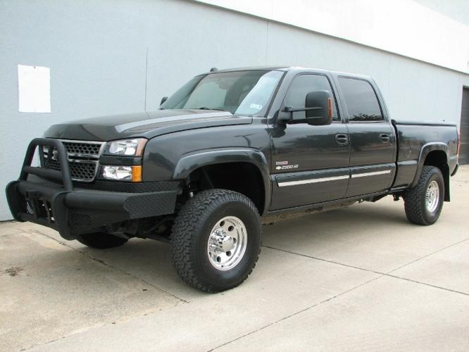 2005 chevy silverado 2500hd 4x4 crew cab duramax diesel lots of spent incredibly nice truck. Black Bedroom Furniture Sets. Home Design Ideas