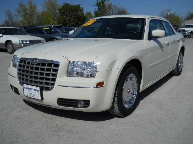 2005 chrysler 300 limited for sale in seneca kansas. Black Bedroom Furniture Sets. Home Design Ideas