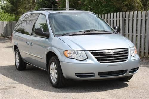 2005 chrysler town country mini van passenger for sale in lowell michigan classified. Black Bedroom Furniture Sets. Home Design Ideas