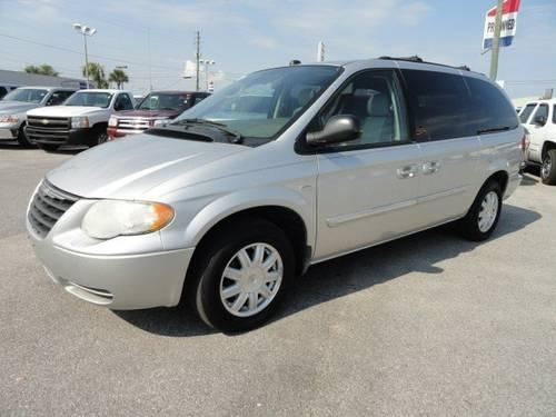2005 chrysler town country mini van passenger touring. Black Bedroom Furniture Sets. Home Design Ideas