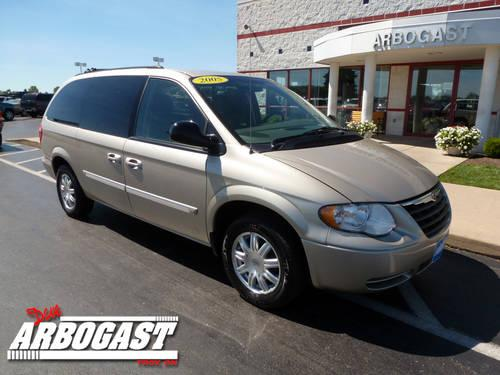 2005 chrysler town country mini van touring for sale in troy ohio classified. Black Bedroom Furniture Sets. Home Design Ideas