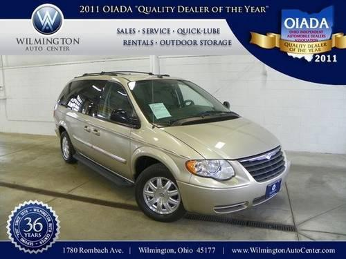 2005 chrysler town country passenger minivan for sale in wilmington ohio classified. Black Bedroom Furniture Sets. Home Design Ideas