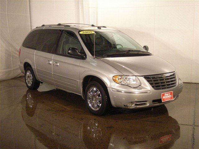2005 chrysler town country limited for sale in west burlington iowa classified. Black Bedroom Furniture Sets. Home Design Ideas