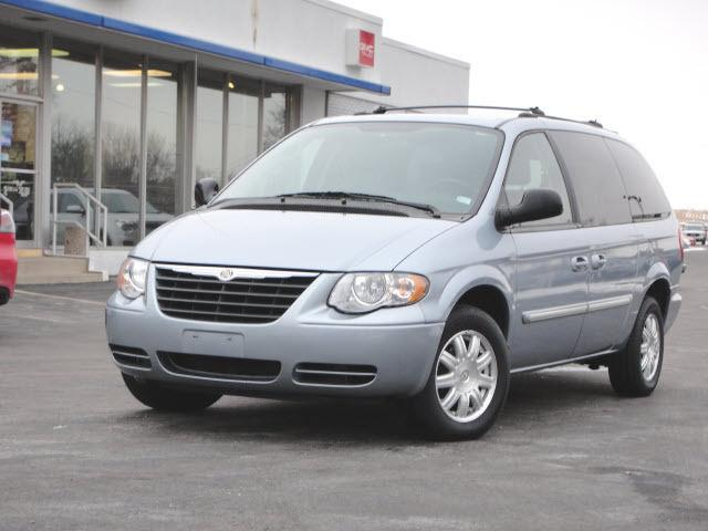 2005 chrysler town country touring for sale in highland illinois classified. Black Bedroom Furniture Sets. Home Design Ideas