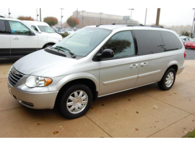 2005 chrysler town country touring for sale in dover delaware classified. Black Bedroom Furniture Sets. Home Design Ideas