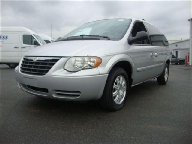 2005 chrysler town country touring for sale in kernersville north carolina classified. Black Bedroom Furniture Sets. Home Design Ideas
