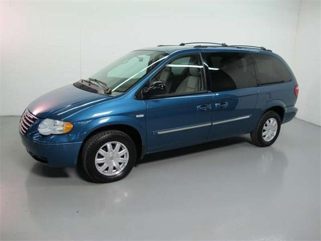 2005 chrysler town country touring for sale in solon ohio classified. Black Bedroom Furniture Sets. Home Design Ideas