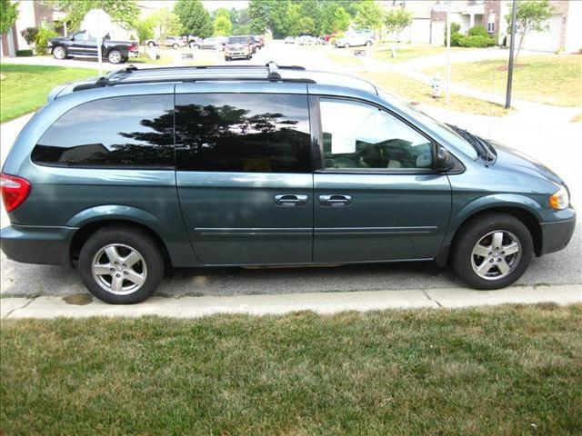 2005 dodge grand caravan sxt for sale in maxwell indiana classified. Black Bedroom Furniture Sets. Home Design Ideas