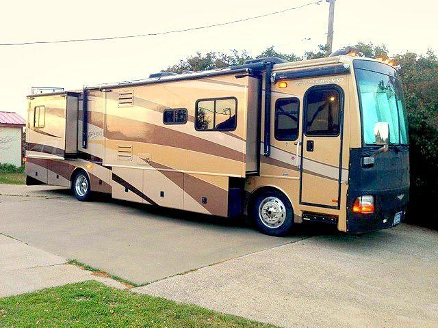 2005 FLEETWOOD DISCOVERY 39L-330 HP CAT C-7