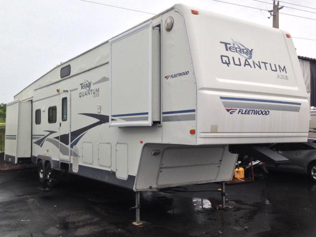 2005 Fleetwood Terry Quantum AX6 395 RL5S Fifth Wheel