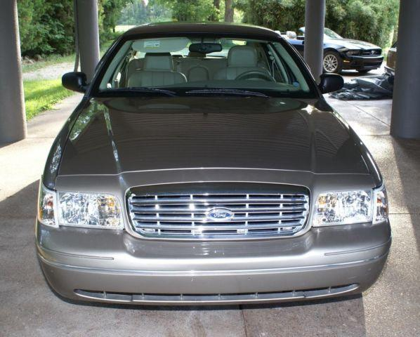 2005 ford crown victoria lx sport