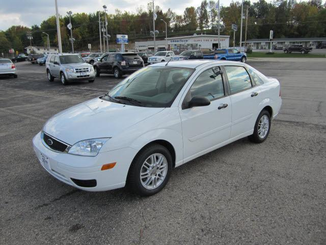 2005 ford focus zx4 se for sale in ripon wisconsin. Black Bedroom Furniture Sets. Home Design Ideas
