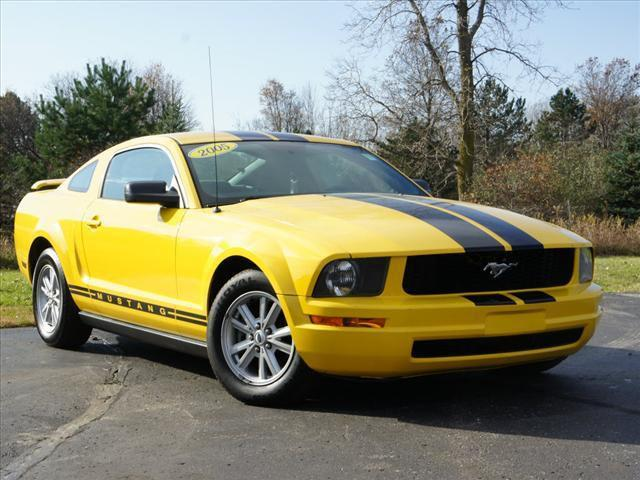 2005 ford mustang deluxe for sale in lansing michigan. Black Bedroom Furniture Sets. Home Design Ideas