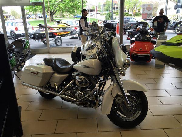 2005 Harley-Davidson FLHTCSE2 Screamin Eagle Electra Glide 2