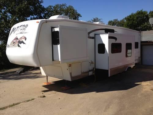 2005 Keystone Raptor Toy Hauler 37' Fifth Wheel 2