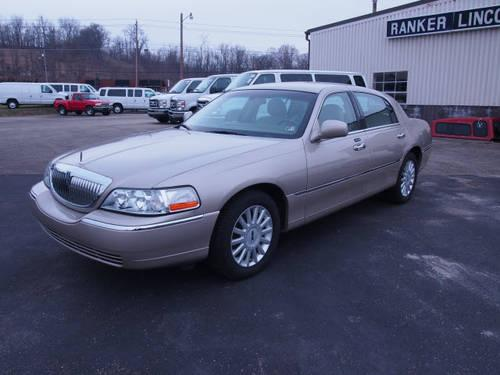 2005 lincoln town car 4 dr sedan signature for sale in dunbar pennsylvania classified. Black Bedroom Furniture Sets. Home Design Ideas