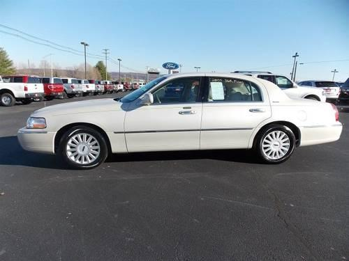 2005 lincoln town car 4dr car signature for sale in sweetwater tennessee classified. Black Bedroom Furniture Sets. Home Design Ideas