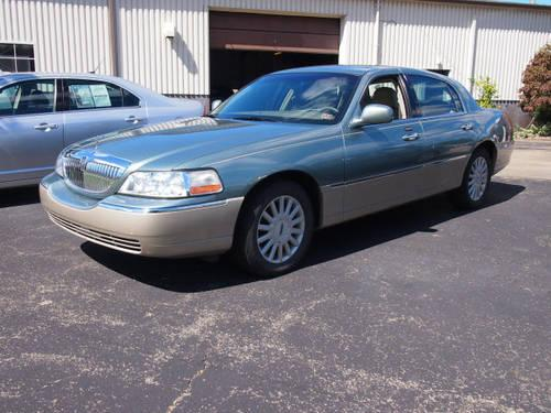2005 lincoln town car 4dr car signature for sale in dunbar pennsylvania classified. Black Bedroom Furniture Sets. Home Design Ideas