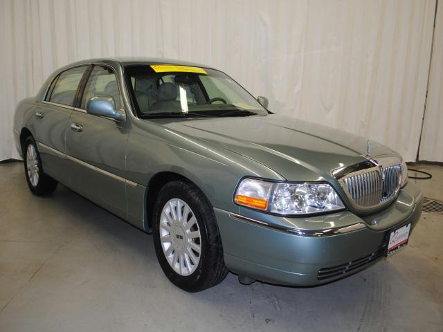 2005 lincoln town car signature for sale in champaign illinois classified. Black Bedroom Furniture Sets. Home Design Ideas