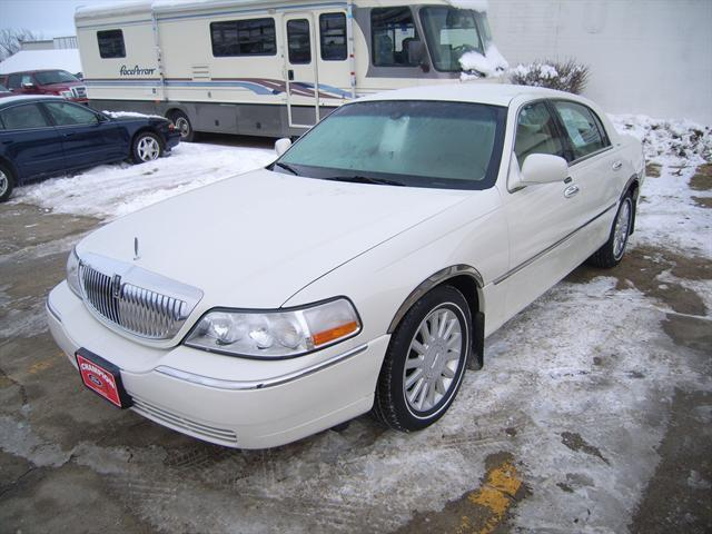 2005 lincoln town car signature for sale in carroll iowa classified. Black Bedroom Furniture Sets. Home Design Ideas