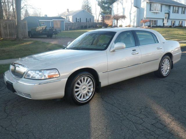 2005 lincoln town car signature limited for sale in enfield connecticut classified. Black Bedroom Furniture Sets. Home Design Ideas