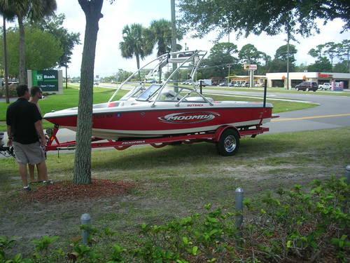 2005 Moomba Ski Boat