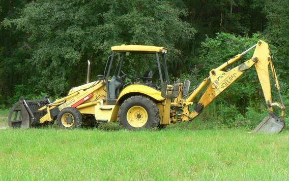 2005 New Holland Backhoe in Trenton, FL