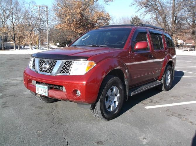 2005 nissan pathfinder le 4x4 for sale in oakdale minnesota classified. Black Bedroom Furniture Sets. Home Design Ideas