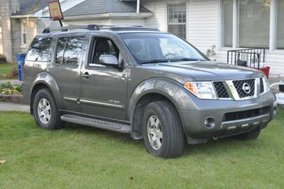 Pathfinder At Tire Review >> 2005 Nissan Pathfinder SE Off-Road Sport Utility 4-Door 4