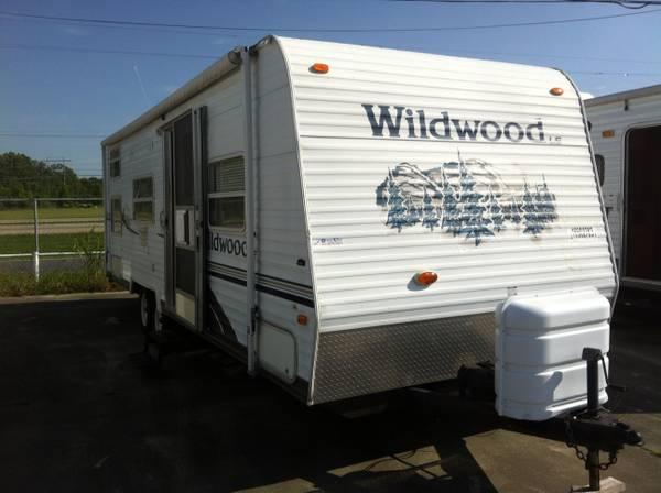 2005 Wildwood Le By Forest River 31 Travel Trailer For