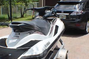 2005 YAMAHA 3-SEATER JET SKI WAVERUNNER,ONLY 170 HRS ON IT. FSBO