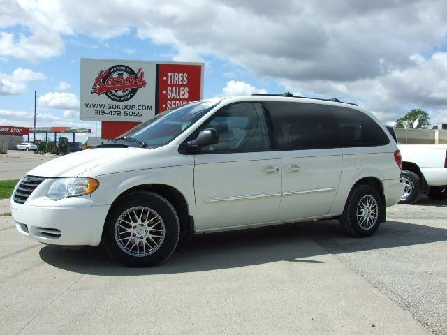 2005 chrysler town country touring for sale in vinton iowa classified. Black Bedroom Furniture Sets. Home Design Ideas