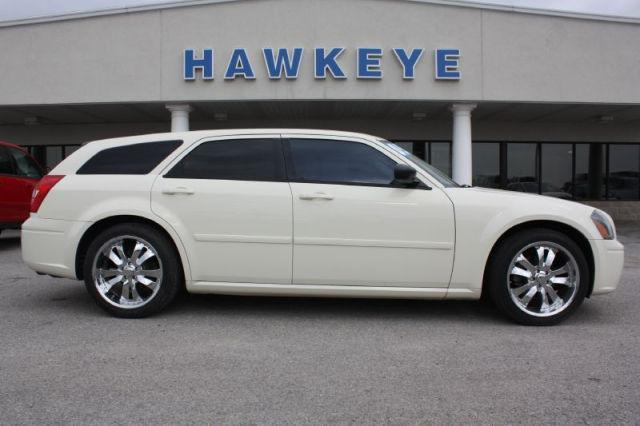 2005 Dodge Magnum SE for Sale in Red Oak, Iowa Classified ...