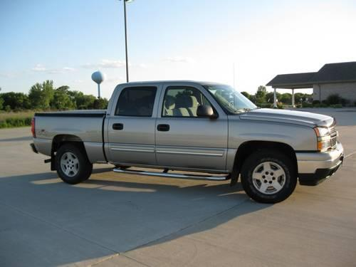 2006 chevy silverado lt1 1500 4x4 crew cab 40k miles for sale in cedar mills minnesota. Black Bedroom Furniture Sets. Home Design Ideas