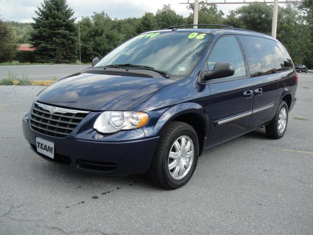 2006 chrysler town country touring for sale in duncansville. Cars Review. Best American Auto & Cars Review