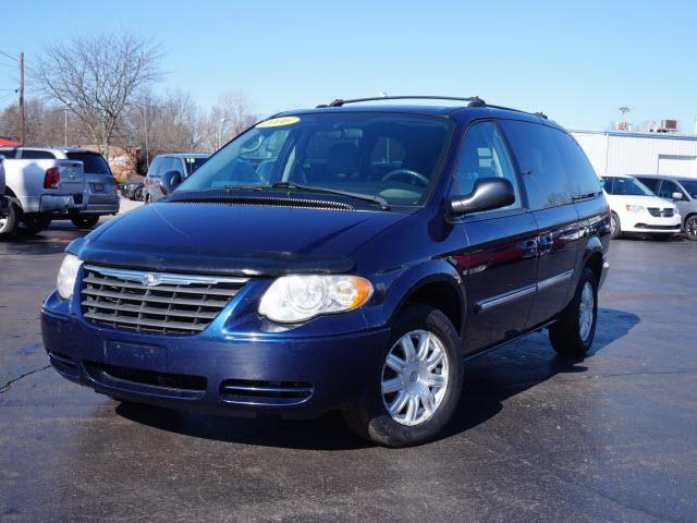 2006 Chrysler Town & Country Touring Muncie, IN