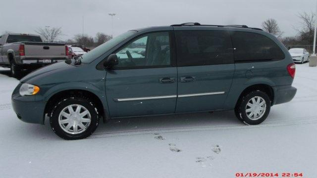 2006 chrysler town country touring port clinton oh for sale in middle bass ohio classified. Black Bedroom Furniture Sets. Home Design Ideas