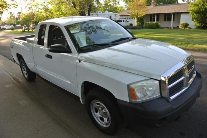2006 dodge dakota 2dr club cab 131 4wd st for sale in sacramento california classified. Black Bedroom Furniture Sets. Home Design Ideas