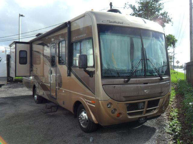 2006 Fleetwood Southwind 32V Motor Home Class A