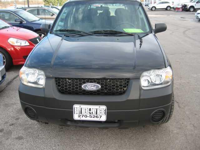 2006 ford escape xls xls 4dr suv w manual for sale in des. Black Bedroom Furniture Sets. Home Design Ideas