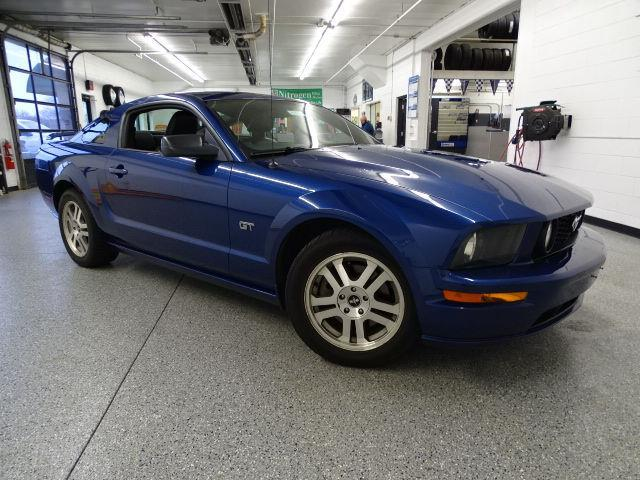 2006 ford mustang gt deluxe gt deluxe 2dr coupe for sale. Black Bedroom Furniture Sets. Home Design Ideas
