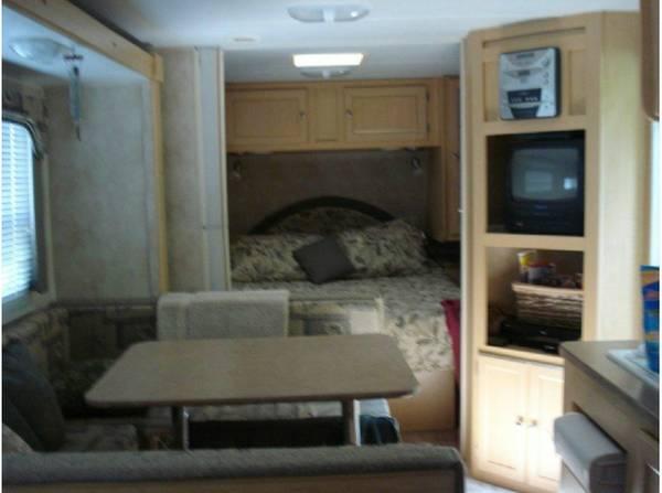 2006 Kodiak 30 ft ultralite trailer w/Bunks - $10900