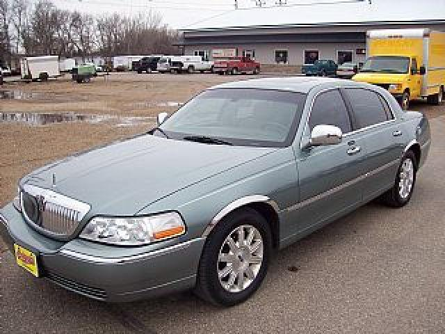 2006 lincoln town car signature limited for sale in wahpeton north dakota classified. Black Bedroom Furniture Sets. Home Design Ideas
