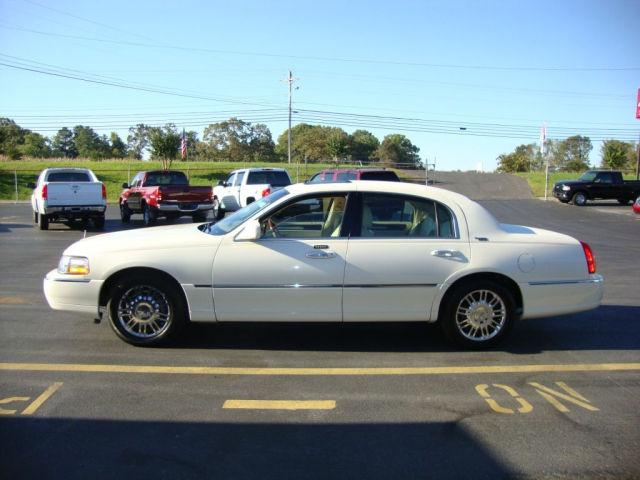 2006 Lincoln Town Car Signature Limited For Sale In Rainsville