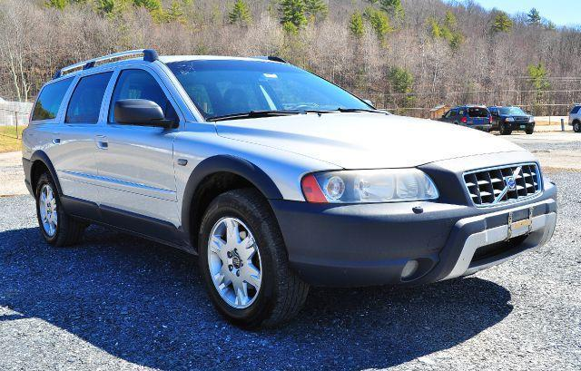 2006 volvo xc 70 crosscountry wagon beautiful awd. Black Bedroom Furniture Sets. Home Design Ideas