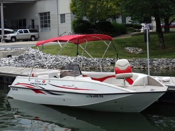 2007 22 Sun Tracker Party Deck boat
