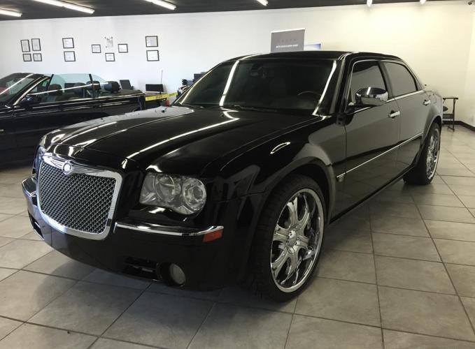 2007 Chrysler 300c Black Luxury Sedan Low Miles 22 Rims Tv For