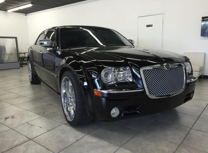 2007 chrysler 300c hemi black loaded very nice all pwr 22 rims for sale in gold river. Black Bedroom Furniture Sets. Home Design Ideas