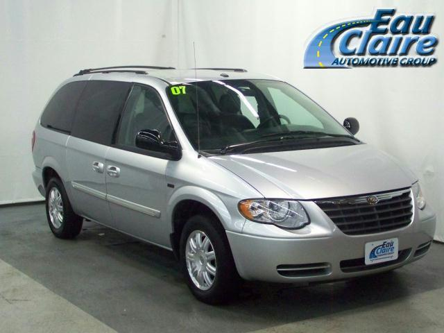 2007 chrysler town country touring for sale in eau claire wisconsin classified. Black Bedroom Furniture Sets. Home Design Ideas