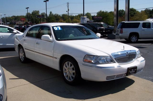 2007 lincoln town car signature limited for sale in gainesville georgia classified. Black Bedroom Furniture Sets. Home Design Ideas